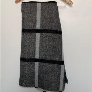 ZARA Black and Ivory Blanket Scarf